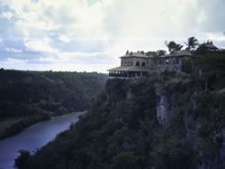 Altos de Chavón liegt hoch über dem Rio Chavón